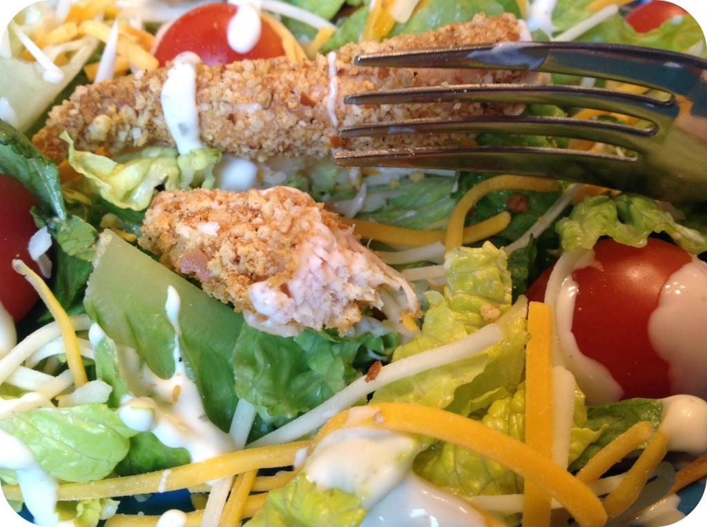 Close Up Fried Chicken Garden Salad #KraftEssentials #shop #cbias RC