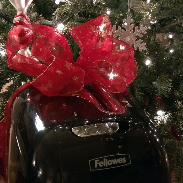 #IC #GiftFellowes #Sponsored Shredder